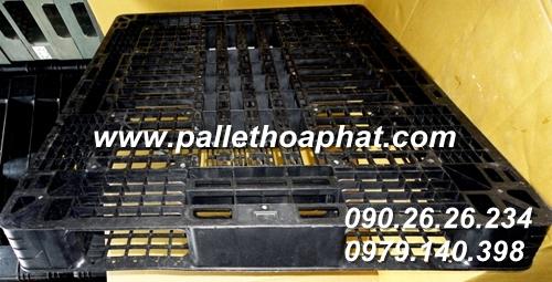 pallet-nhua-mau-den-1100x1300x120mm-02
