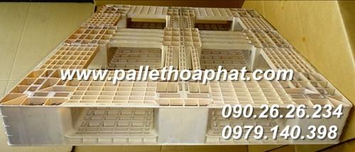 pallet-nhua-mau-sua-1100x1300x150mm-01